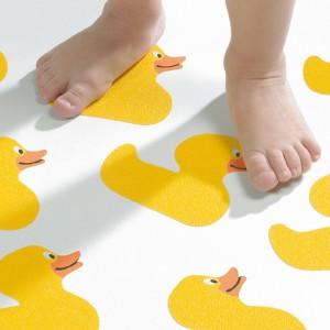 Mata antypoślizgowa z kolekcji Duckling w żółte kaczuszki. Fot. Sealskin/Coram.