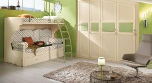 Jak stworzyć w pokoju dziecka harmonijną aurę, która kojąco wpłynie na rozbrykaną pociechę? Zaprosić do wnętrza odrobinę zielonego koloru w formie mebli, dekoracji czy naściennych farb.