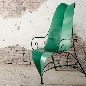 Krzesło w kształcie liścia z kolekcji Mirabili  marki Luxury Group. Projekt: Fabrizio Corneli. Fot. Fabio Luciani.