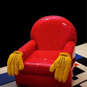 Zabawny fotel projektu Andrea Rauch dla Formitalia Luxury Group. Fot. Fabio Luciani.