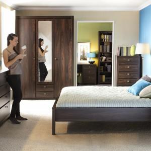 Sypialnia Indigo o klasycznym kształcie mebli. Fot. Forte.