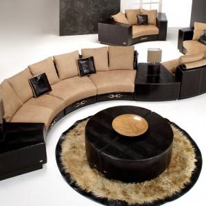 Model w kształcie litery S z kolekcji Boutique marki Formitalia Luxury Group. Fot. Fabio Luciani.