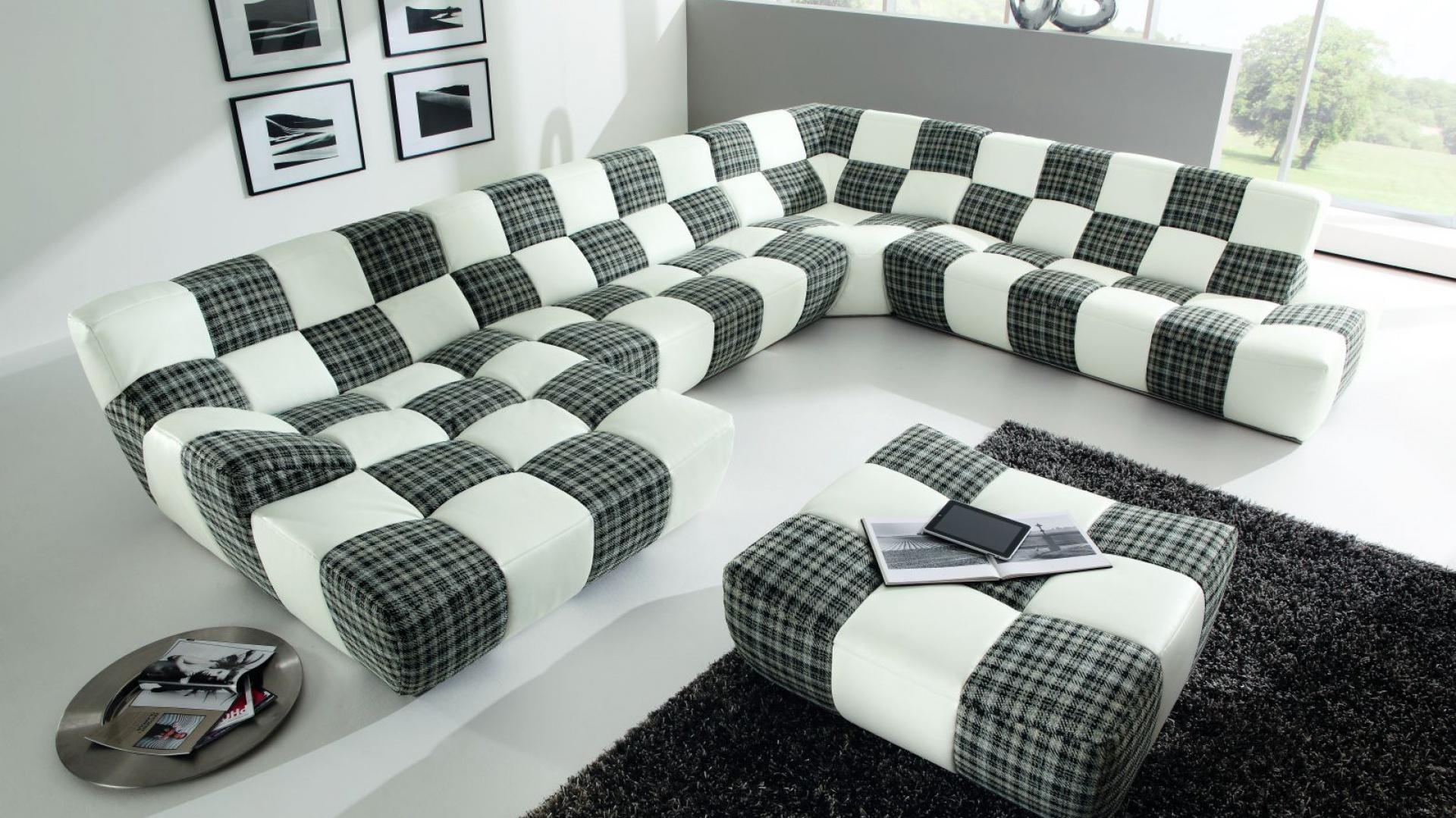 Dwukolorowa sofa Bronx marki Etap Sofa. Fot. Etap Sofa.
