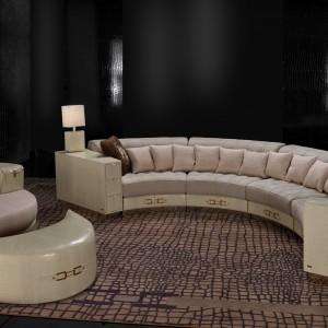 Jasna, elegancka sofa z kolekcji Boutique w kształcie opartym na kole. Fot. Fabio Luciani.