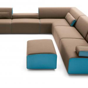 Dwukolorowa sofa narożna COR marki Kelp sprawdzi się w dużym, nowoczesnym salonie. Fot. Kelp.
