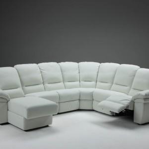 Biała sofa Est marki Calia Italia przeznaczona dla pięciu osób. Fot. Ebano Design.