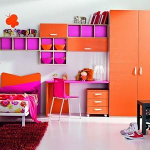 Duet intensywnych kolorów: pomarańczu i różu wprowadza do wnętrza mnóstwo energii. Fot. ZG Group.