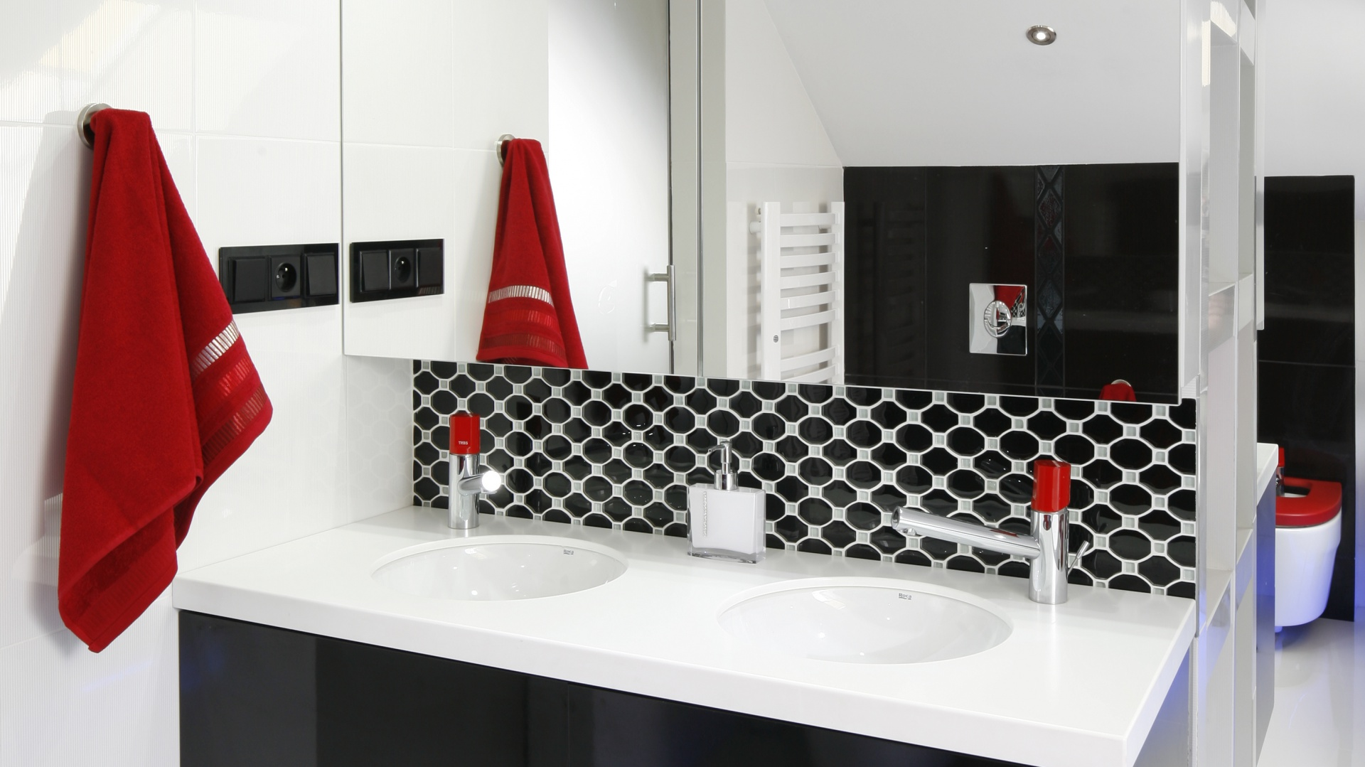 Nowoczesna Biała łazienka Tak Połączysz Ją Z Czerwonym Kolorem
