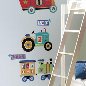 W pokoju chłopca z pewnością sprawdzą się naklejki przedstawiające pojazdy, Fot. Becky&Lolo.