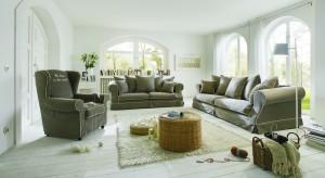 Beżowy jest kolorem najczęściej stosowanym przez Polaków we wnętrzach. Kanapa to mebel, bez którego nie może obejść się żaden salon. Co zatem powiecie na praktyczną sofę w uniwersalnym kolorze?