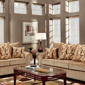 Beżowa sofa w klasycznym wydaniu. Fot. Furniture Depot.