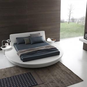 Okrągłe łóżko świetnie sprawdzi się bardzo przestronnych sypialniach. Fot. Presotto.