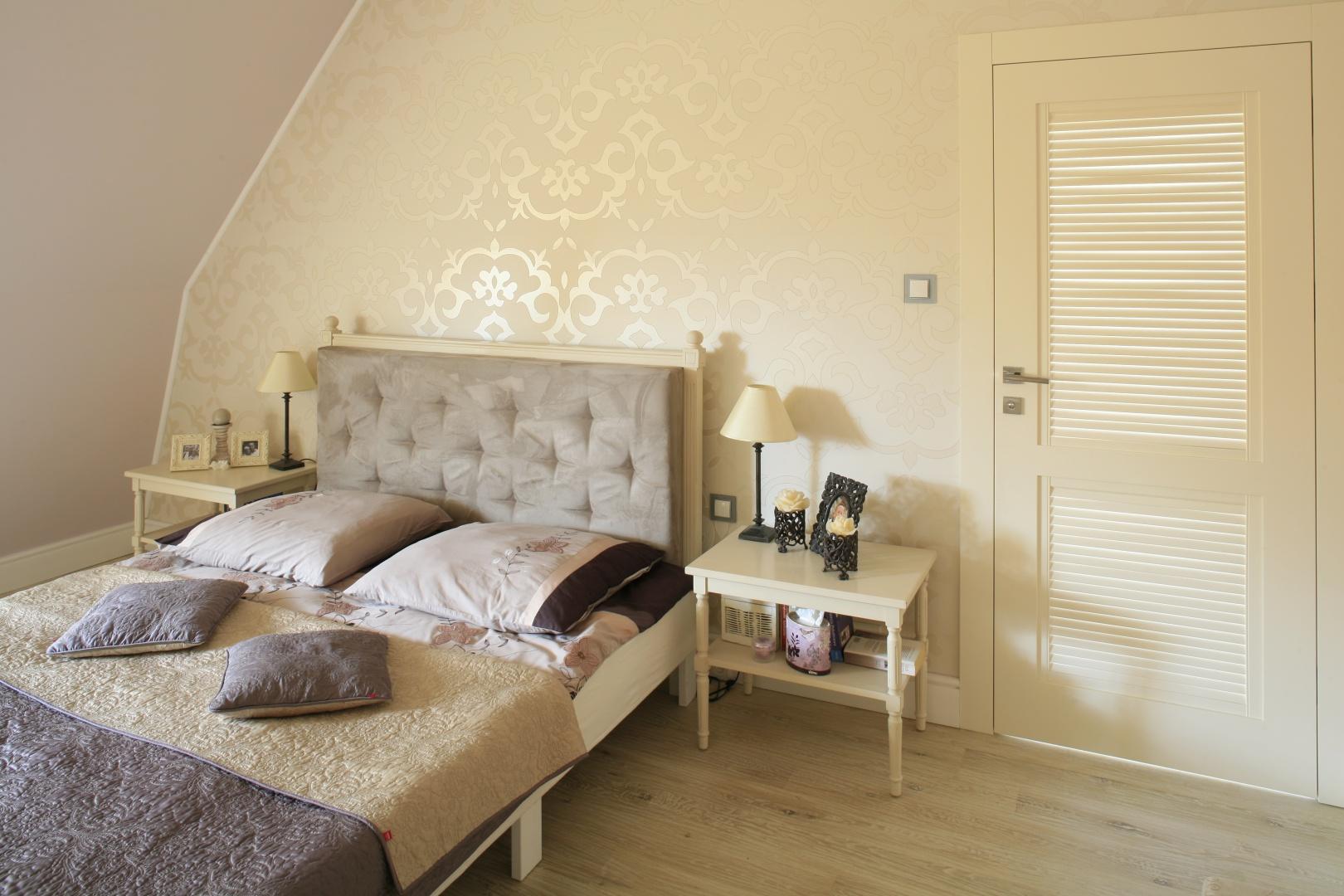 Romantyczna Klasyczna Sypialnia Na Poddaszu Galeria