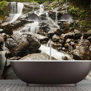 Odporna na wilgoć oraz działanie takich czynników jak wysoka temperatura, łatwa w czyszczeniu fototapeta z motywem natury - idealnym do łazienki. Fot. Demural.