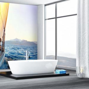 Fototapeta z motywem jachtu dostępna w wersji samoprzylepnej pokryta laminatem w wykończeniu matowym bądź z połyskiem. Od 124 zł, Grafdeco.pl
