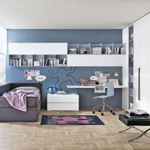 Białe meble to uniwersalny pomysł na wyposażenie pokoju dziewczynki i chłopca. Fot. Tomasella.