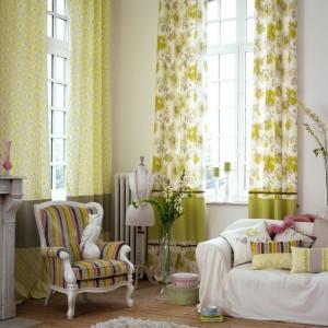 Jasno zielone zasłony z kolekcji Dolce Vita marki Casadeco wprowadzą do wnętrza wiosenno-letni nastrój. Fot. Casadeco.
