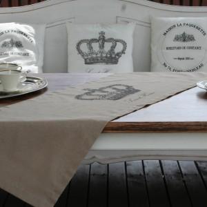 Poduszki mogą stanowić także wygodne podparcie pleców. Fot. Le Petite Maison.