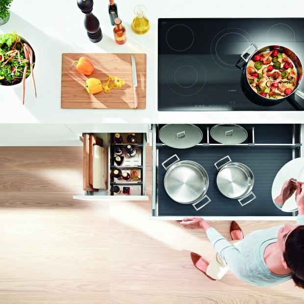 Przechowywanie w kuchni. Miejsce na garnki i patelnie