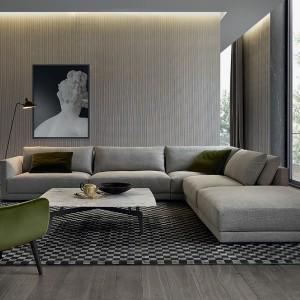 Kierunek tej aranżacji wyznacza sofa narożna Bristol marki Poliform, projektu Jean-Marie Massaud'a. Fot. Poliform.