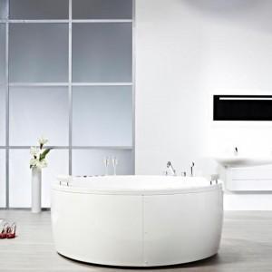 Armatura z linii Oras Eterna to rozwiązanie do designerskich łazienek.  Wyróżnia ją charakterystyczna kolorystyka - do wyboru elegancka, czysta biel lub grafitowa szarość. Obudowa w stylistyce glamour ze specjalnego szkła akrylowego podkreśla luksusowy charakter armatury. Fot. Oras.