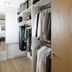 Dobrze zaplanowana garderoba sprawia, że każda rzecz ma swoje miejsce, dzięki czemu zawsze będzie panować tam porządek,Proj. Agnieszka Ludwinowska. Fot.Bartosz Jarosz.