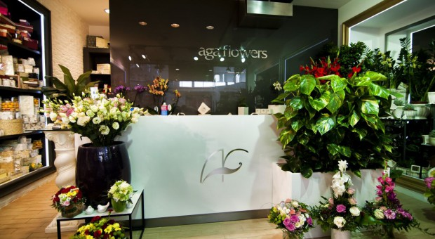 Minimalistyczna kwiaciarnia zaprojektowana przez Forbis Group