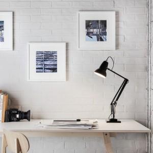 Czarna lampa biurkowa z kolekcji 1227. Fot. Anglepoise.