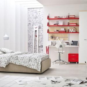 Beż, biel i czerwień to trio, dzięki któremu pokój chłopca będzie niepowtarzalny. Fot. Colombini Casa.