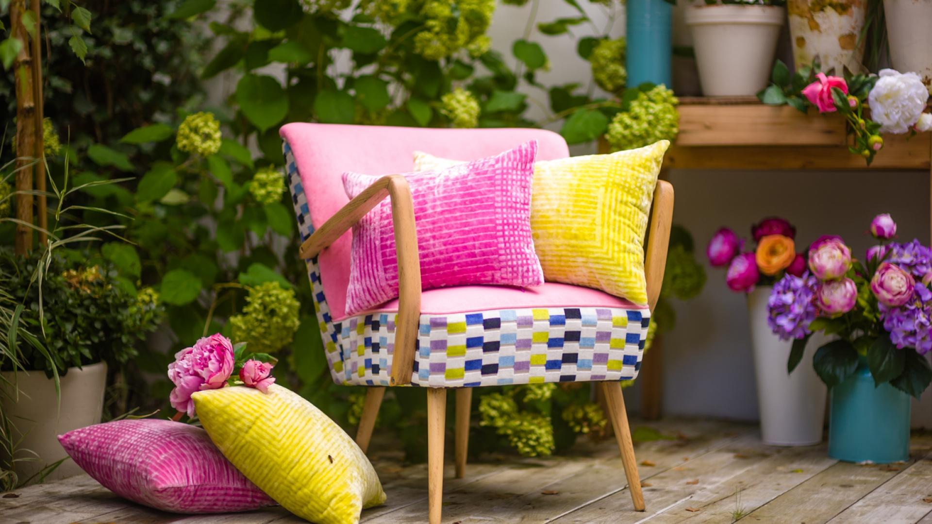 Wielobarwny fotel o wdzięcznej nazwie Landrynka spodoba się zarówno dorosłym, jak i maluchom czy nastolatkom. Fot. Deca.
