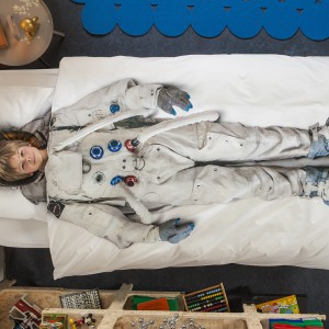 Pościel ze strojem astronauty, wykonana w 100% z bawełny. Fot. Snurk.