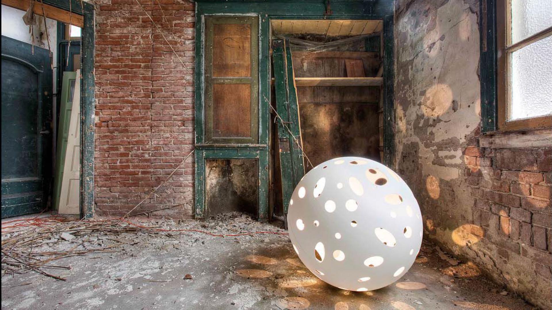Oryginalna lampa podłogowa Floor Planet marki Dutchglobe. Fot. Dutchglobe.