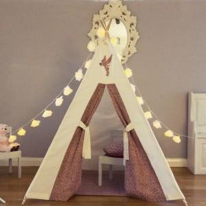Przy odrobinie pomysłowości z namiotu można też wyczarować książęcy zamek. Fot. Myweeteepee.
