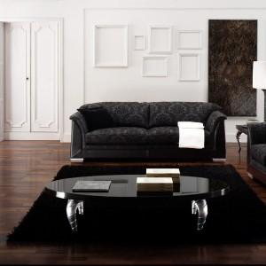 Subtelny wzór tapicerki mebli Tosca marki Atmosphera podkreśla elegancki charakter wypoczynków. Fot. Ebano Design.