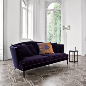 Zmysłowa sofa idealna do wyrafinowanych wnętrz. Fot. Busnelli.