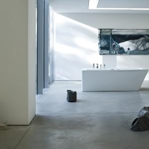Akcesoria łazienkowe z linii Il Bagno Alessi Dot marki Oras. W tej kolekcji główny nacisk został położony na taką aranżację wnętrza, które zapewnia pełny relaks. Na produktach tej linii umieszczono symbol projektu — okrąg. Fot. Oras.