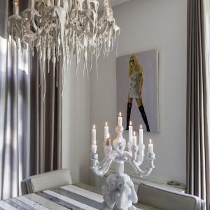 W obrębie jednego wnętrza, projektant miesza i łączy różne style - od nowoczesnego po glamour. Fot. Alphenberg