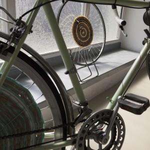 Autor: Anna Pawlewska, II rok domestic design School of Form Projekt: Nomadic wheels Opis: tkanina tkana na kole rowerowym zrobiona w ramach zajęć Nomadyzm. Poszukiwanie odpowiedzi na pytanie, czym jest współczesny nomadyzm