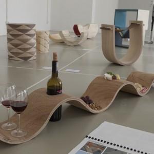 Autor: Pola Lisowska, Małgorzata Sakiewicz, III rok domestic design School of Form Projekt: Bieżnik (na pierwszym planie) Opis: wielofunkcyjne elementy drewniane w ramach warsztatów metod pracy z drewnem