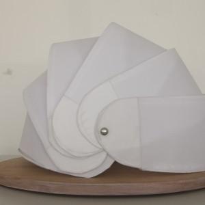 Autor: Patrycja Bołzan, Luiza Winowiecka, II rok domestic design School of Form Projekt: Bend Light Opis: produkt, którego kształt zainspirowany został pancerzem skulicy. Pełni funkcje lampy stacjonarnej, przenośnej lampy plenerowej oraz świecącego kaptura.