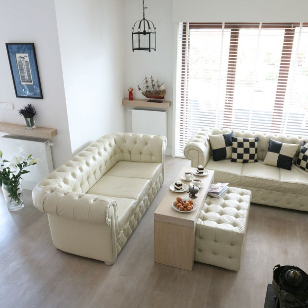 15 pomysłów na sofę w salonie. Wybierz model w beżowym kolorze