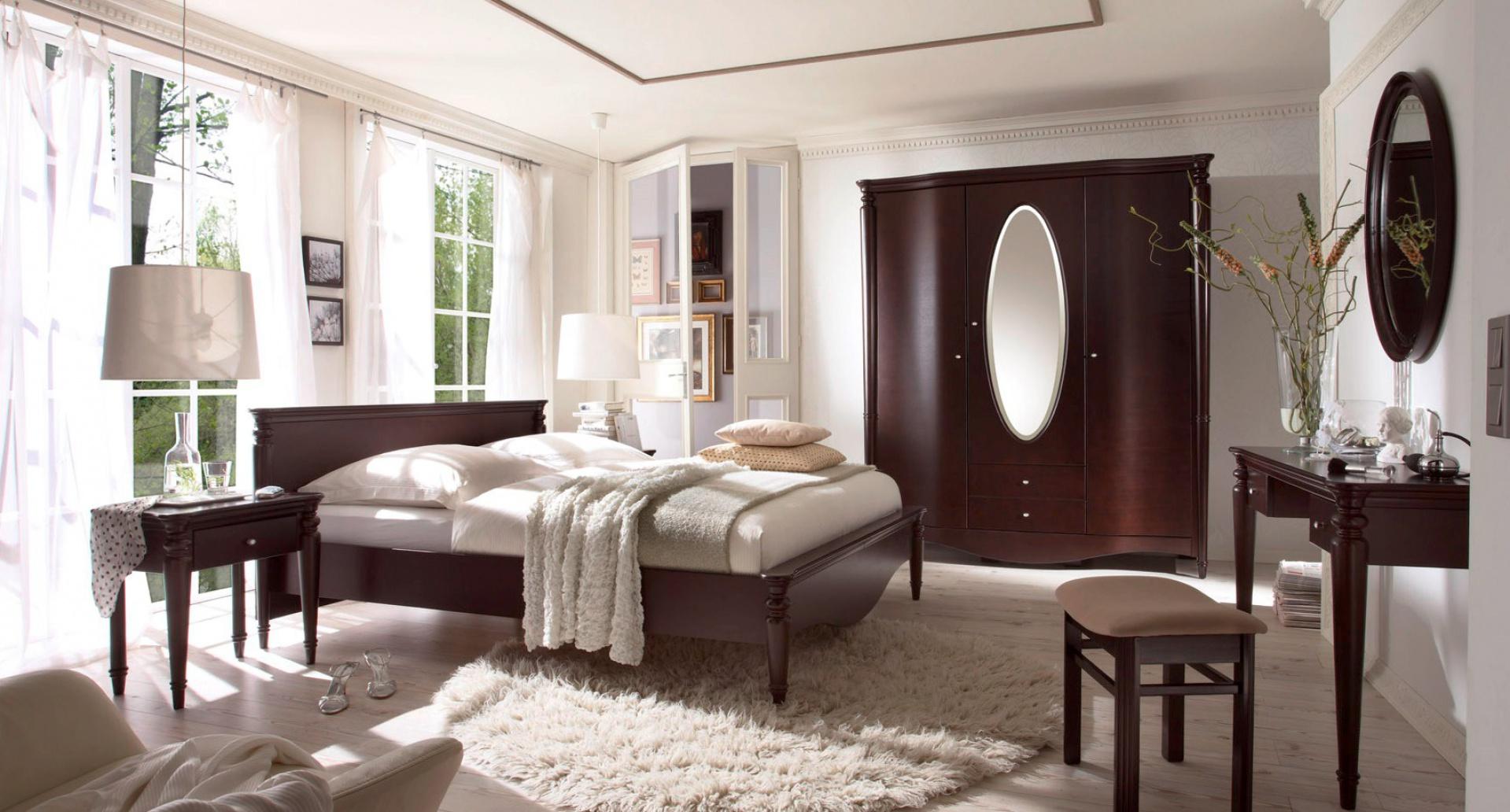 Meble z kolekcji Villa nawiązują do secesyjnego stylu. Delikatne, faliste linie meble z dobrze dopracowanymi detalami. Fot. Bydgoskie Meble.