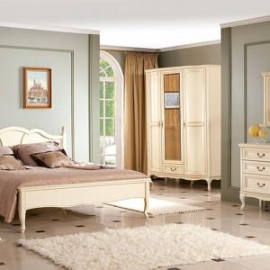 Klasyczne meble z kolekcji Wersal to propozycja do sypialni o każdym metrażu. Fot. Meble Taranko.
