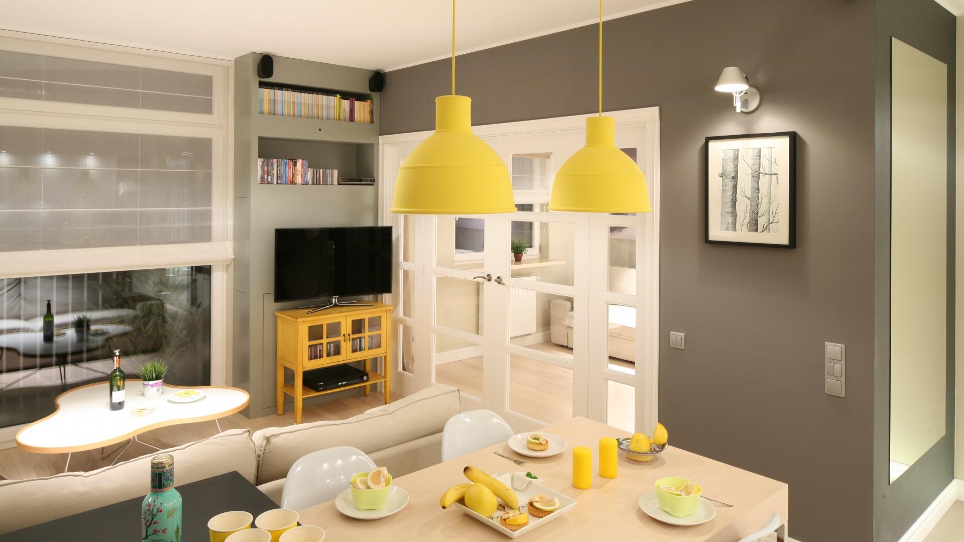 urz dzony w szaro ciach i salon z aneksem kuchennym 20 praktycznych sposob w na ma e. Black Bedroom Furniture Sets. Home Design Ideas
