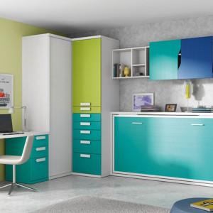 Szafa narożna w sprytny sposób wykorzystuje niepraktyczny kąt pomieszczenia. Fot. Circulo Muebles.