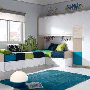Szafa w kształcie litery L umożliwia zagospodarowanie wyższej przestrzeni pomieszczenia. Fot. Muebles Lara.