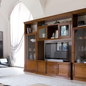 A oto propozycja do niewielkiego salonu w klasycznym stylu. Fot. Piombini.