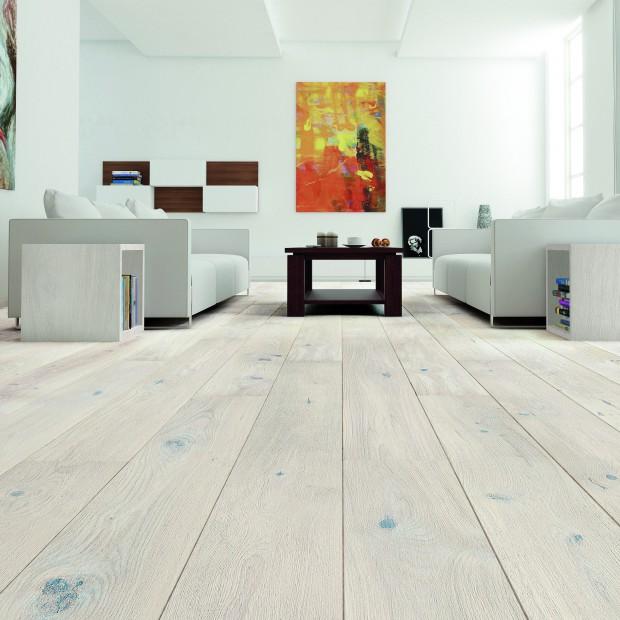 Podłoga w salonie. Wybierz modne drewno