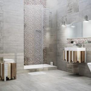 Seria płytek Loft marki Ceramstic łączy dwa najmodniejsze trendy: patchwork oraz stylu loftowego. Surowy rysunek betonu na matowych płytkach Loft Concrete został ozdobiony dekorami Loft Carpet z  misternym wzorem jak z perskiego dywanu. Fot. Ceramstic.