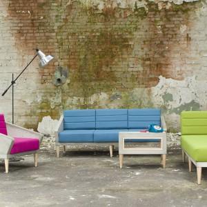 Fotel, sofa, szezlong oraz stolik kawowy z kolekcji Timeless marki Morgan & Möller. Fot. Morgan & Möller.